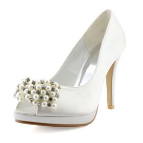 احذية بيضاء للعرائس مختلفة الابعاد
