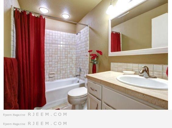ثبتي على بعض جدران الحمام وحدات تخزين