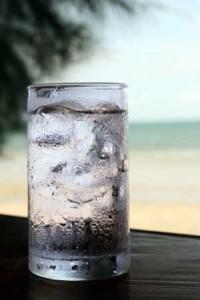 كيف اتخلص من رائحة المهبل الكريهة isp_water_glass-200x