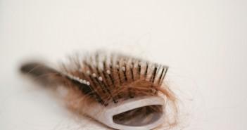 المعدل اليومي الطبيعي لتساقط الشعر