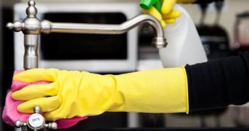 اصنعي سائل تنظيف سهل وفعال لتنظيف منزلك