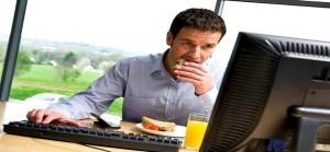 8 عادات في المكتب تسبب الدهون