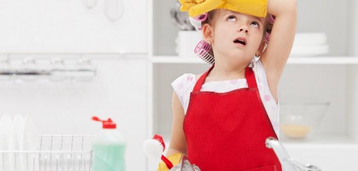 4 حلول لأعمال منزلية ممتعة Kids_chores-702x336