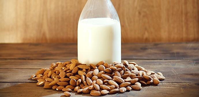 lait-amande_690x350