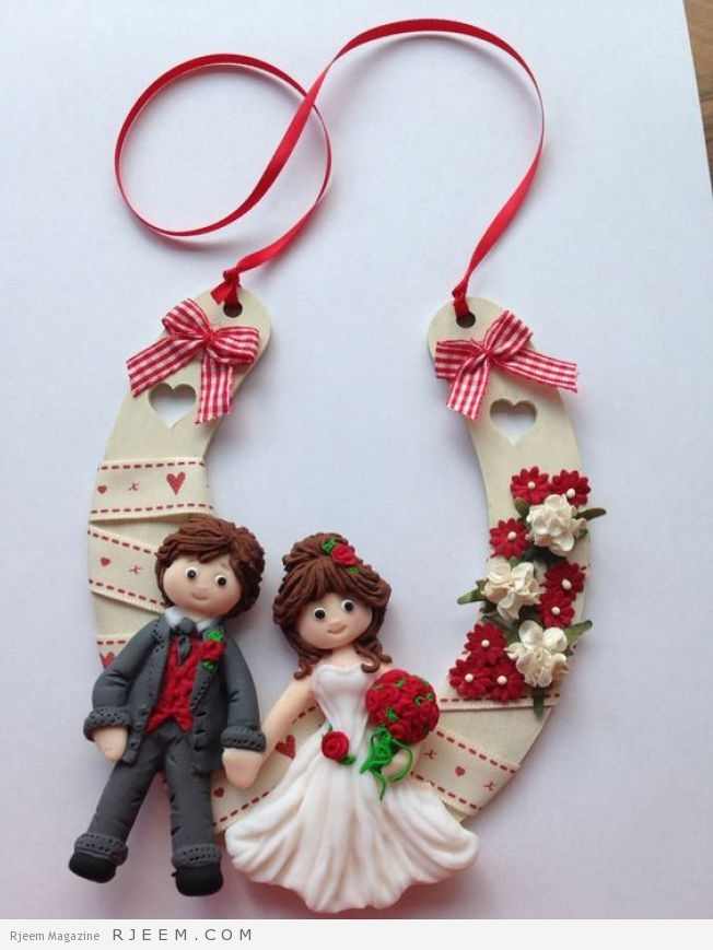 Wedding horseshoe made using Fimo, Katy Sue Sugar Buttons moulds and mdf horseshoe. No link....sorry, just photo: