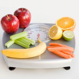 Photo of هل هناك أغذية تساعد على التخلص من الوزن الزائد