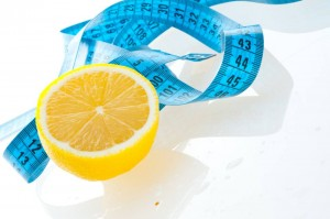 تخلص من انتفاخ الكرش و الشحوم و نظف جسمك من السموم مع الخيار و الليمون