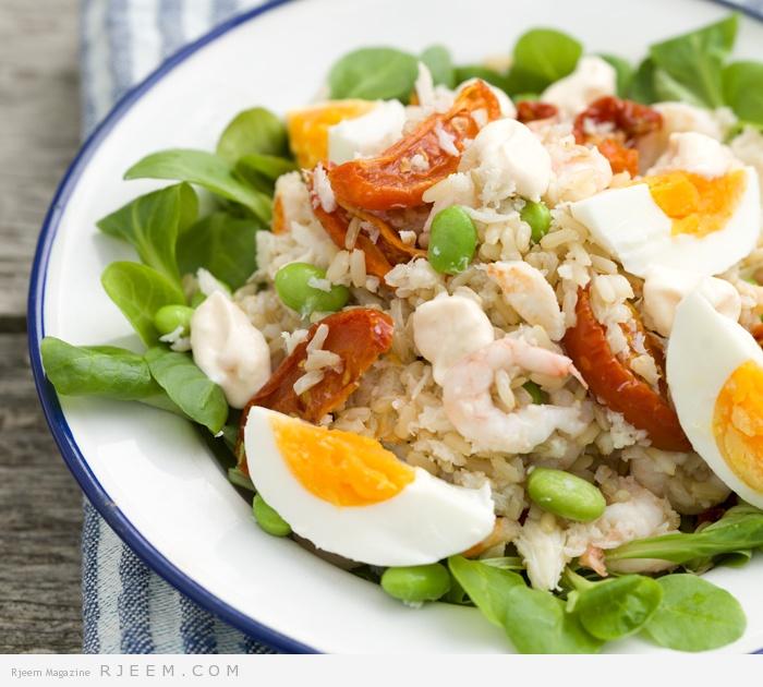Photo of سلطة المأكولات البحرية مع الأرز والبيض