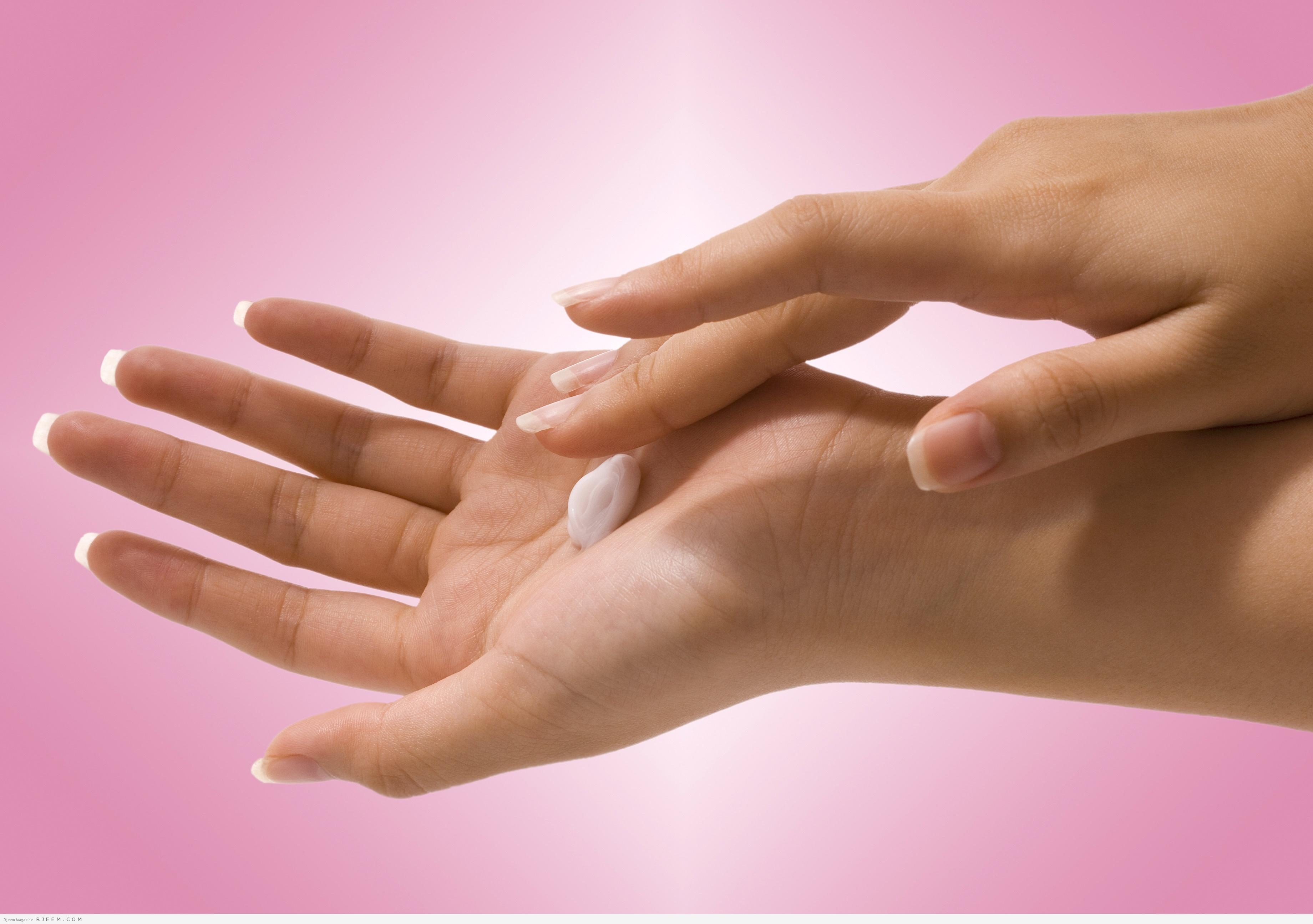 Photo of 13 خلطة طبيعية لعلاج اسمرار اليدين
