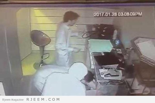 Photo of فيديو: لصوص يجهلون وجود كاميرات داخلية يقتحمون محل جوالات بالرياض.. والشرطة تقبض عليهم