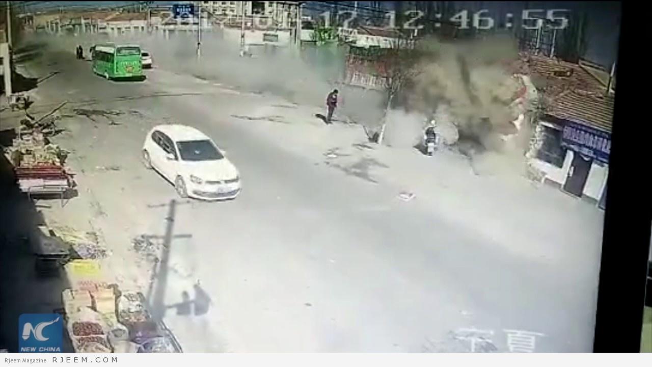 Photo of فيديو: شاحنة مسرعة تهدم 3 منازل وتقتل 5 أشخاص في الصين