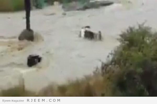 Photo of فيديو: عدد من معلمات رجال ألمع يصارعن الموت بعد أن جرفتهم السيول.. ومطالبات بمحاسبة المقصرين