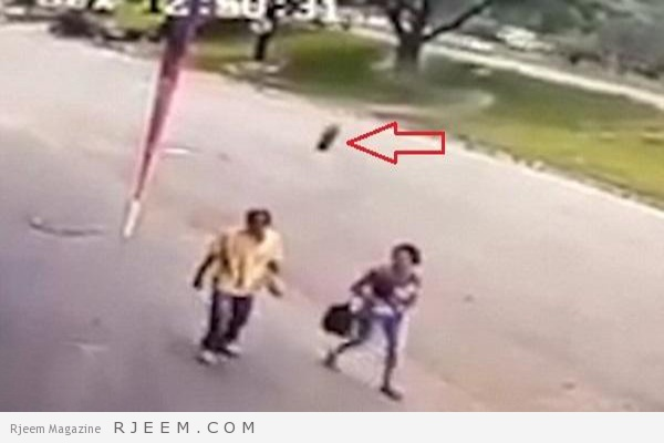 Photo of فيديو: إطار سيارة متدحرج يطيح برجل وهو يسير برفقة زوجته بالبرازيل