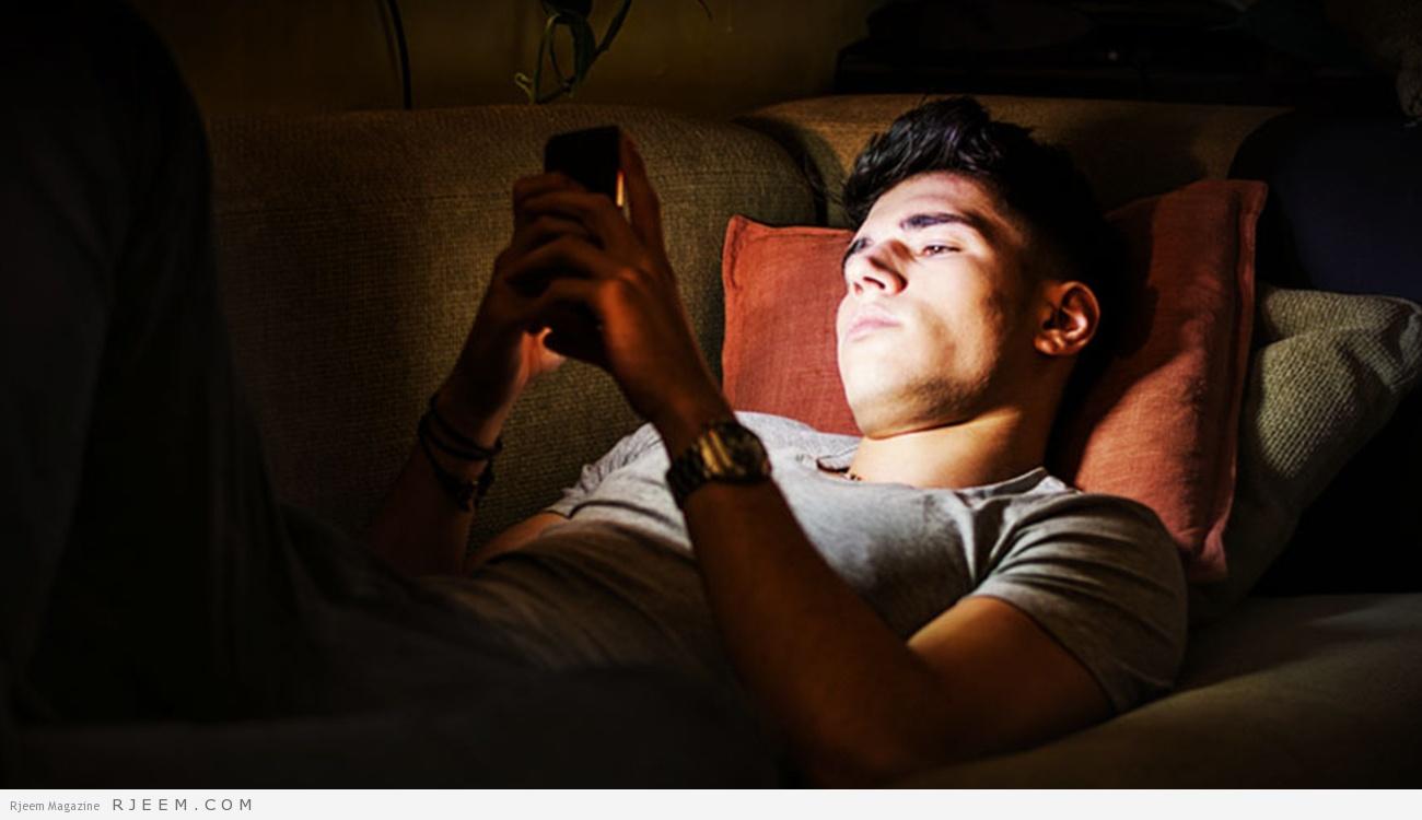 Photo of بالفيديو.. استخدام الهواتف المحمولة على الفراش تسبب الموت البطيء