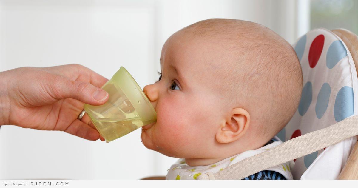 Photo of متى يبدأ الطفل الرضيع شرب الماء؟
