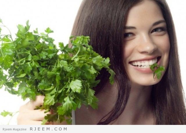 Photo of استخدمي وصفة البقدونس لتطويل شعرك بشكل آمن و سريع