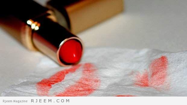 Photo of كيف تزيلين أحمر الشفاه من ملابسك؟