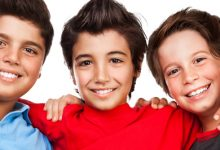 Photo of النجاح في بناء صداقات حميمة في المراهقة يرتبط بسعادة أكبر في سنوات الرشد