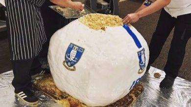 Photo of فريق كرة قدم بريطاني يصنع أكبر كعكة كروية في العالم