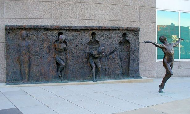 Break-Through-From-Your-Mold-By-Zenos-Frudakis-Philadelphia-Pennsylvania-USA
