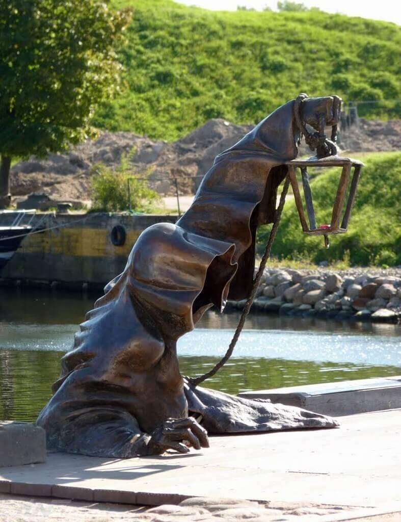 41 من أغرب التماثيل حول العالم