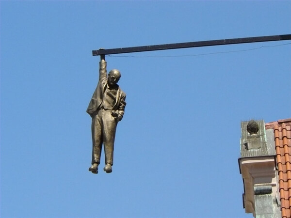 man-hanging-out-prague-world-arts-news_web_image (1)