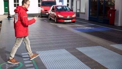 Photo of ممر مشاة ذكي يحذر مستخدمي الهاتف أثناء عبورهم الشارع