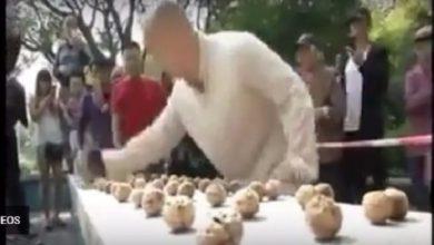 Photo of بالفيديو: صيني يسحق 300 جوزة بقبضته في أقل من دقيقة