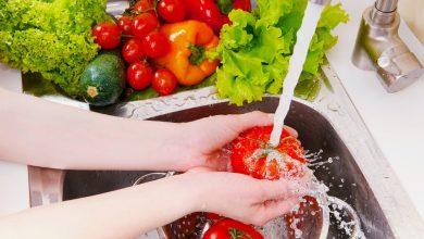 Photo of كيف تغسل الفواكه والخضروات بطريقة صحيحة؟
