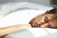 Photo of أضرار النوم على البطن