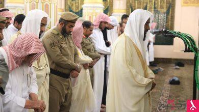 Photo of انظر.. إمام الحرم النبوي يؤم المصلين في محراب الروضة الشريفة