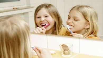 Photo of أطباء: تنظيف الأسنان بعد تناول الطعام مباشرة عادة خطرة!