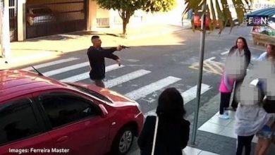 Photo of بالفيديو: لحظة إطلاق امرأة النار على لص أمام مدرسة للأطفال