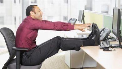 Photo of بالفيديو: كيف تفقد الوزن خلال جلوسك على مكتب العمل؟