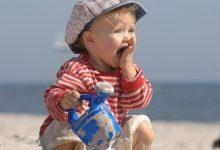 Photo of هذه الملابس تحمي طفلك من الشمس