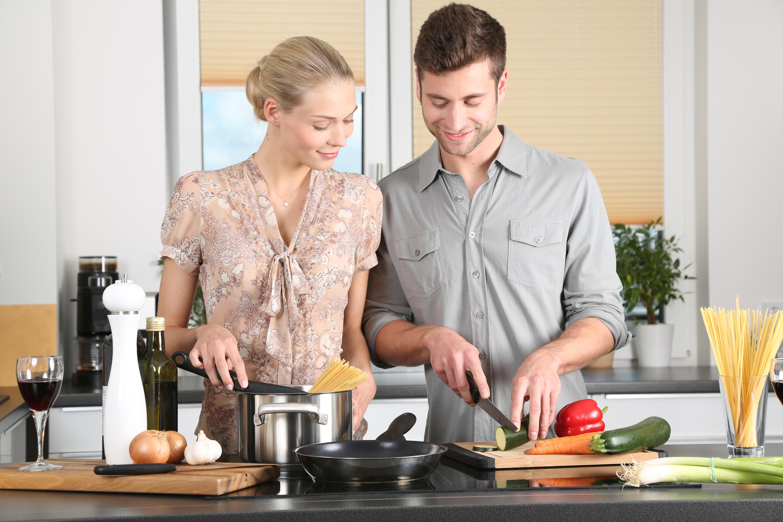 woman-kitchen-man-everyday-life-298926.jpeg (5760×3840)