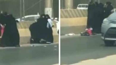 Photo of بالفيديو مصارعة حرة بين عدد من النساء في شارع عام بالرياض