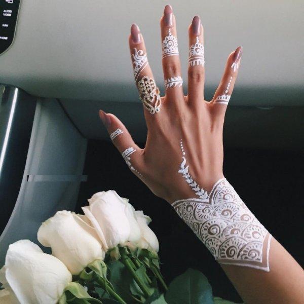 أحدث رسومات حنة سهلة للعروس في يوم الزفاف - مجلة رجيم