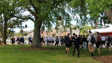 Photo of عشرات التلاميذ يقتحمون مدرسة احتجاجاً على منحهم يوم عطلة