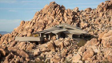 Photo of تعرف على أغرب منزل بني من الصخور في صحراء كاليفورنيا