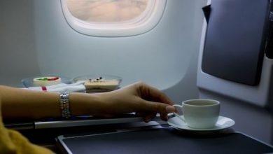 Photo of لهذا السبب تجنب تناول القهوة في الطائرة