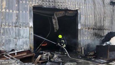Photo of إصابة رجل إطفاء خلال إخماد حريق في جزيرة الريم