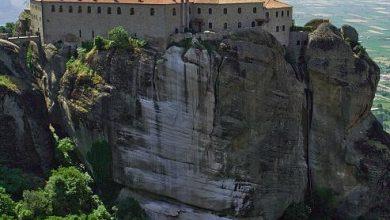 Photo of معلومات سياحيه ومناظر عن ميتيورا الأرض العجيبة بين الجبال الخلابة بالصور