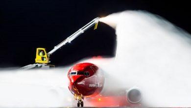 Photo of كيف يتم إزالة الجليد عن الطائرات في الشتاء