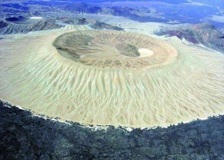 البركان الأبيض في حرة خيبر بالسعودية