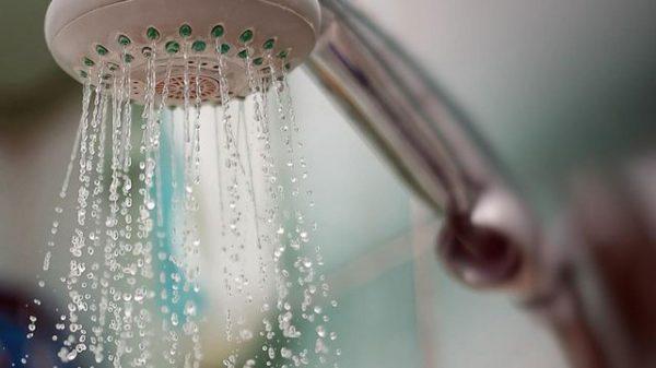 ما هي أضرار الاستحمام بالماء الساخن