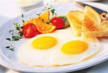Photo of لهذا السبب يجب دمج البيض في وجبة الإفطار