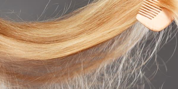خطوات بسيطة تخلصك من مشكلات الشعر الجاف والمتطاير