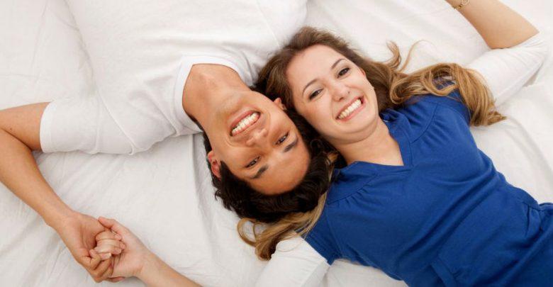 نصائح سحرية تجعل زوجك أكثر رومانسية
