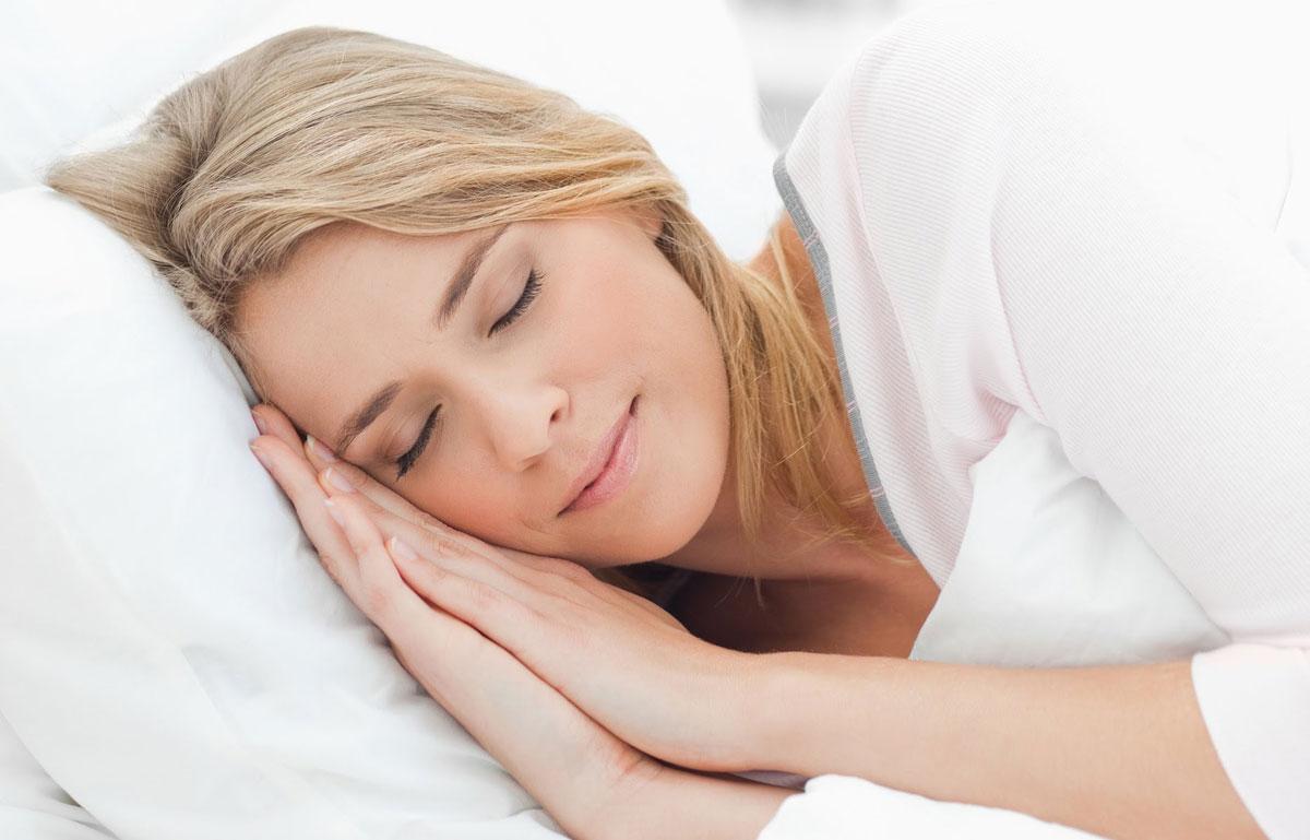 ما هي أضرار النوم على البطن
